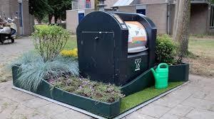 """Oproep onderhoud ondergrondse afvalcontainers met 'mini-tuintjes""""?"""